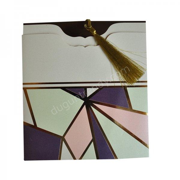 geometrik şekilli ve püsküllü davetiye