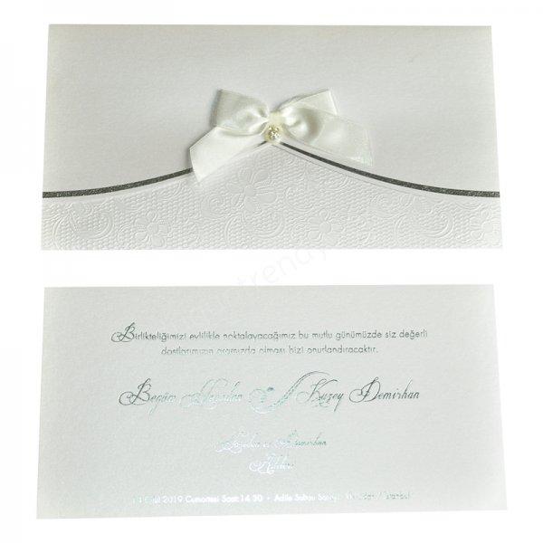 kabartmalı çiçek desenli inci ve fiyonk detaylı davetiye modeli