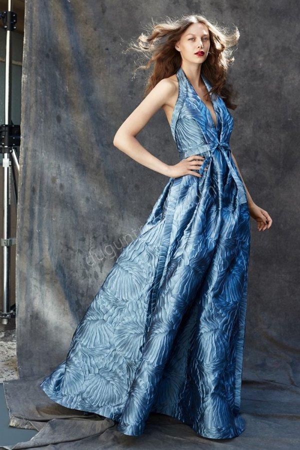 göğüs dekolteli  elbise modeli