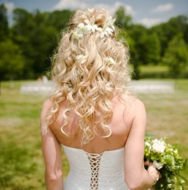 Açık Kıvırcık Gelin Saçı Modeli Nelerdir