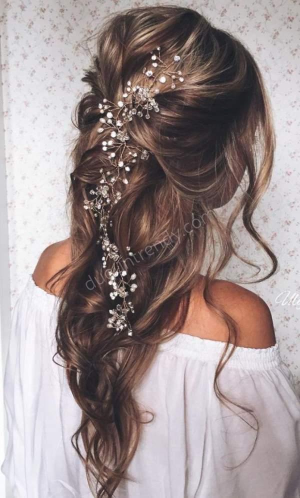 boncuk süslemeli nişan saçı