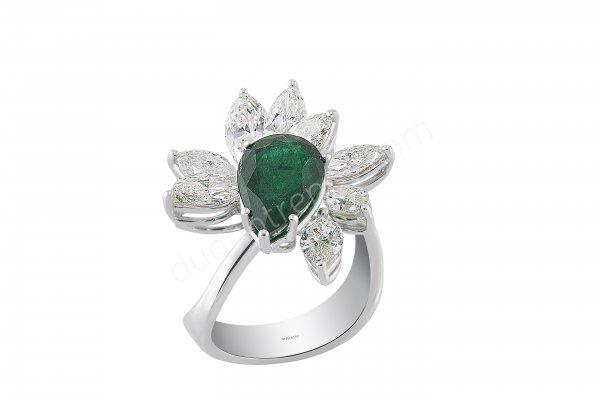 çiçek figürlü yeşil taş detaylı yüzük modeli