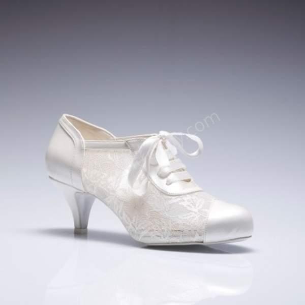 deri ve dantel detaylı gelin ayakkabısı modelleri