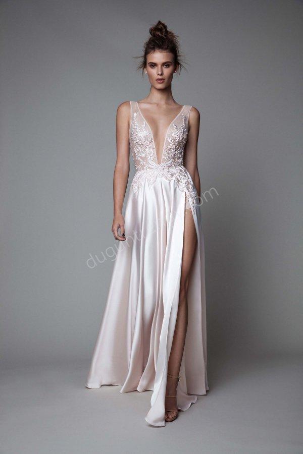 derin dekolteli saten elbise modeli