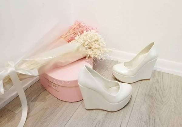 Beyaz dolgu topuklu gelin ayakkabısı modelleri nelerdir