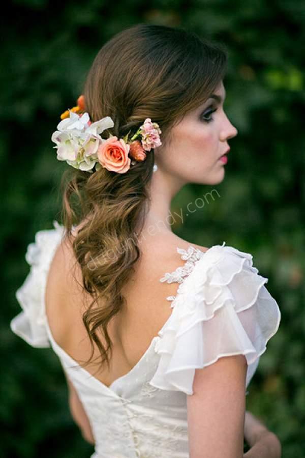 Çiçekli Açık Gelin Saçı Modeli