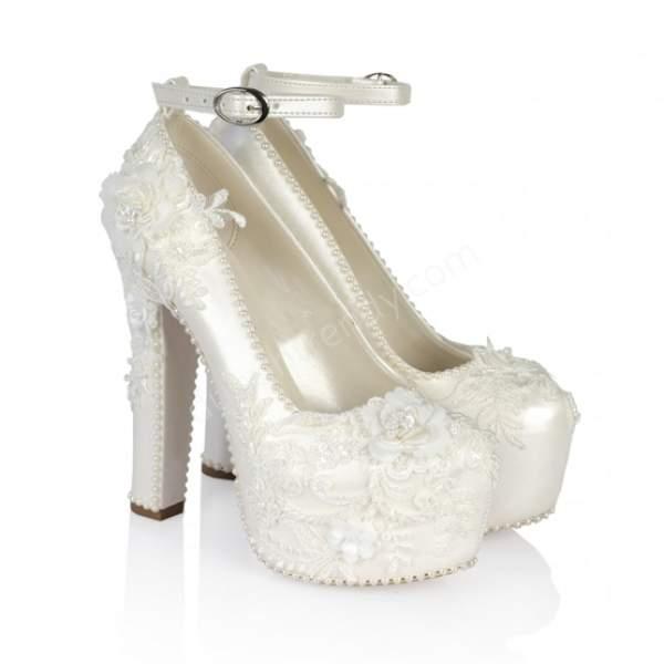 Çiçekli yüksek topuklu gelin ayakkabısı