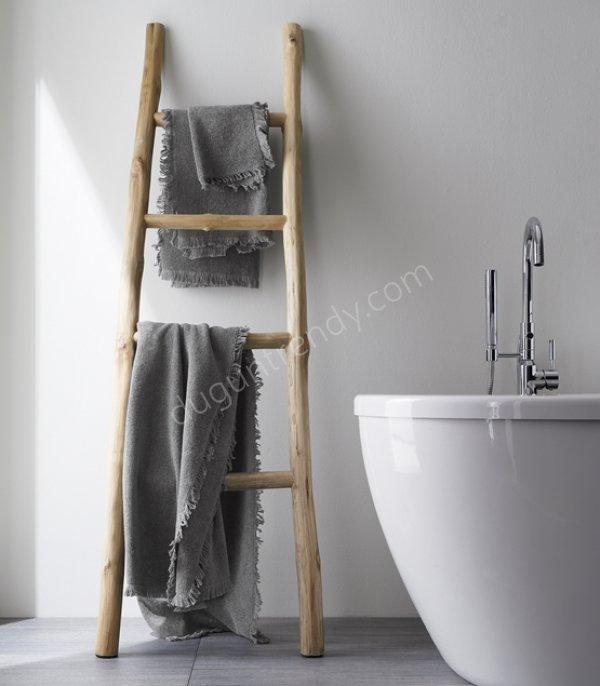 ahşap görünümlü merdiven şeklinde havlu askılığı modeli