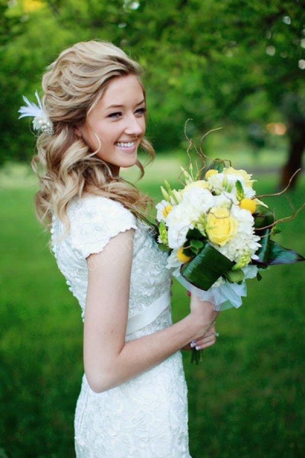 çiçek tokalı dalgalı gelin saçı