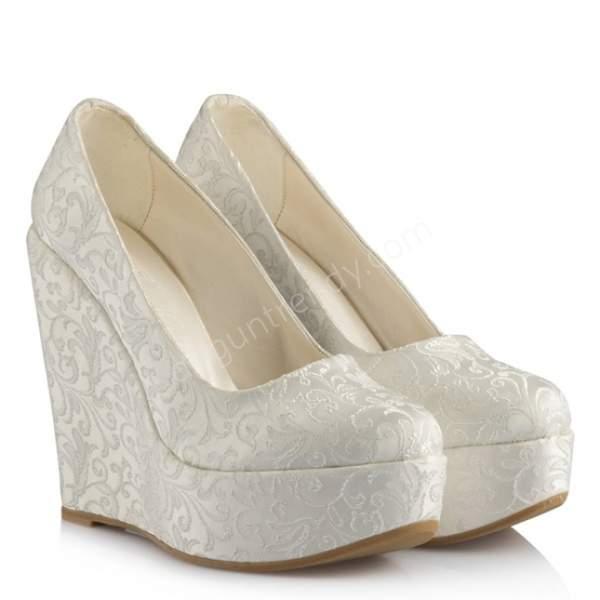Dantelli dolgu topuklu gelin ayakkabısı nasıldır