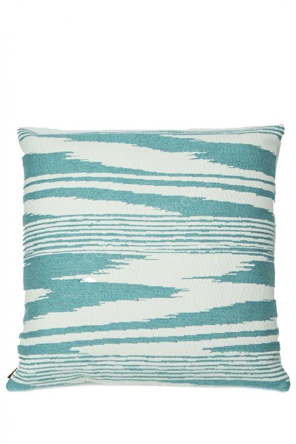 yatay desenli dekoratif yastık modeli