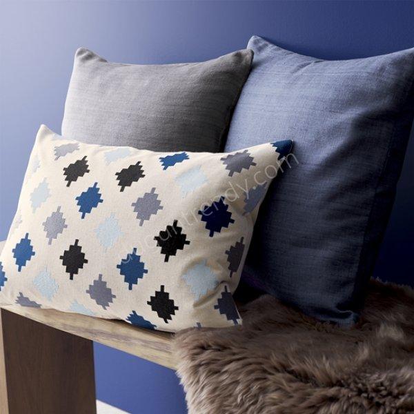 farklı boyutlarda dekoratif yastık modeli