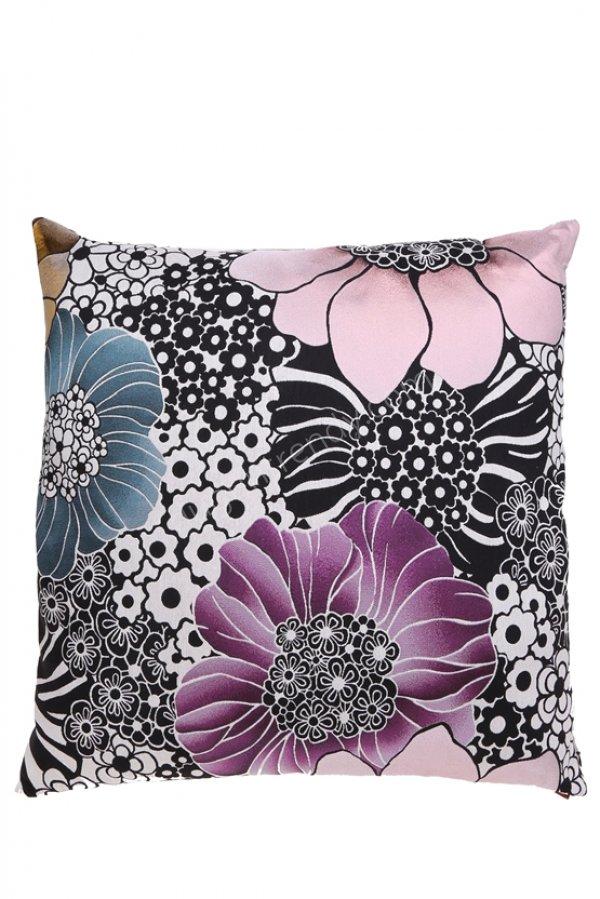 büyük çiçekli renkli dekoratif yastık modeli