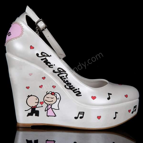Desenli bantlı dolgu topuklu gelin ayakkabısı modelleri nelerdir