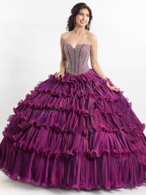 katmanlı ve pileli etek detaylı kabarık elbise modeli