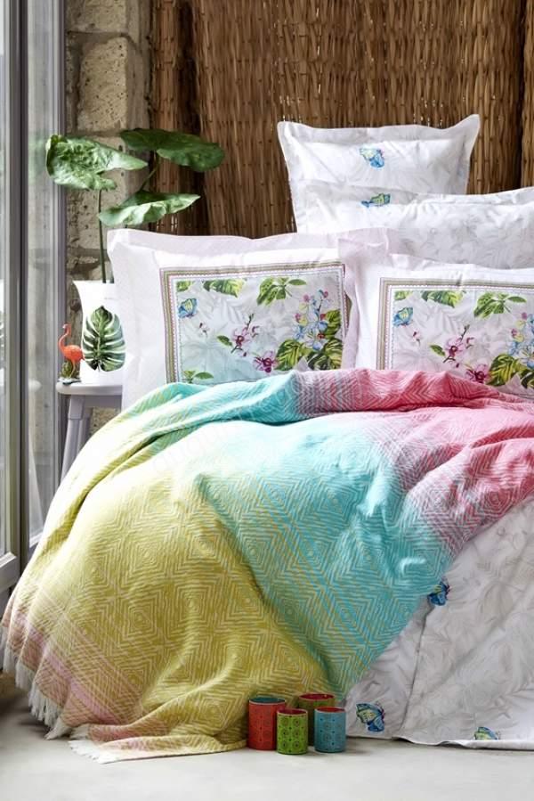 rengarenk yatak örtüsü modeli