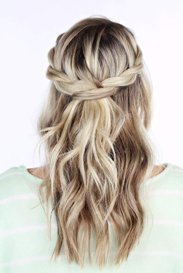 Doğal örgülü nişan saçı modeli