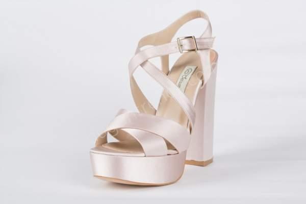 Pembe yüksek topuklu gelin ayakkabısı
