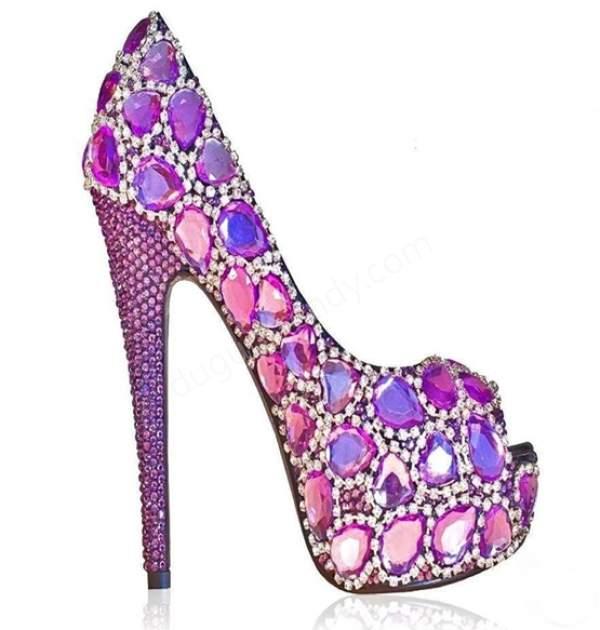 Renkli taşlı yüksek topuklu gelin ayakkabısı nasıldır