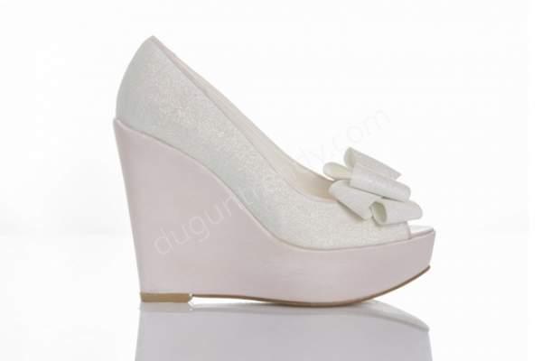 Simli dolgu topuklu gelin ayakkabısı modelleri nelerdir