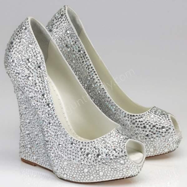 Taşlı dolgu topuk gelin ayakkabısı modelleri nasıldır