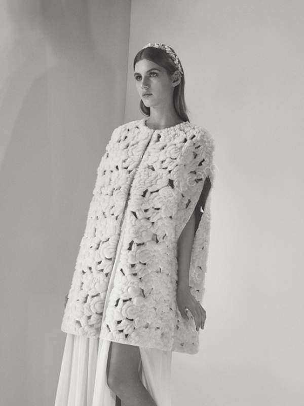 çiçek desenli yelek detaylı tül elbiseli gelinlik modeli