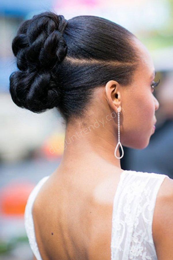 sıkı topuz gelin saç modeli
