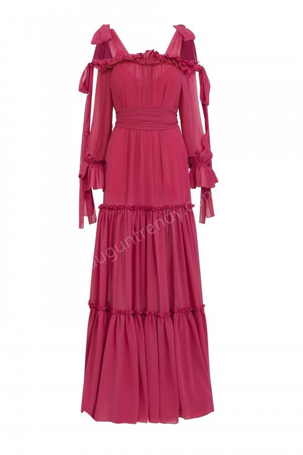 ekleme detaylı kare yaka elbise modeli