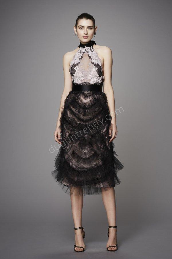 göğüs detaylı elbise modeli