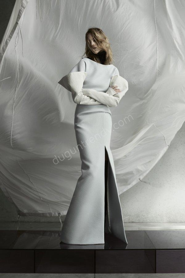 derin yırtmaçlı sade elbise modeli