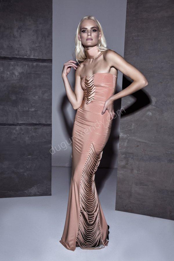 kesik detaylı parlak kumaş elbise modeli
