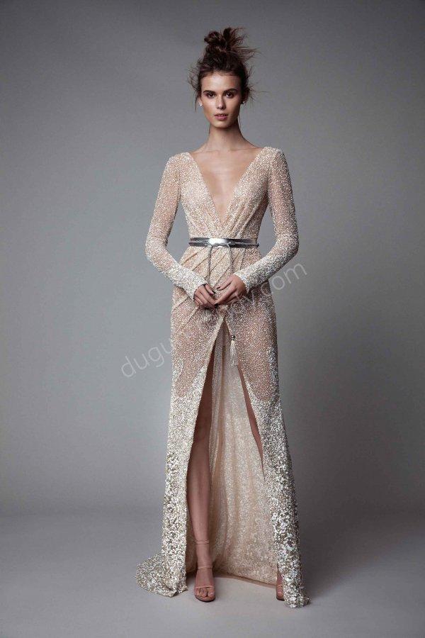 derin göğüs dekolteli parlak kumaş  elbise modeli