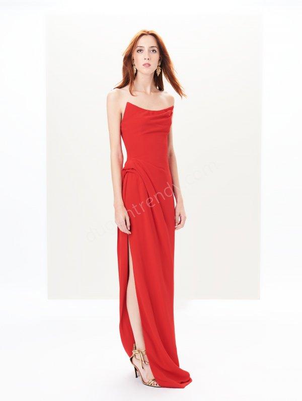 straplez yırtmaçlı  elbise modeli