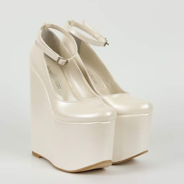 Yüksek dolgu topuklu gelin ayakkabısı nasıldır