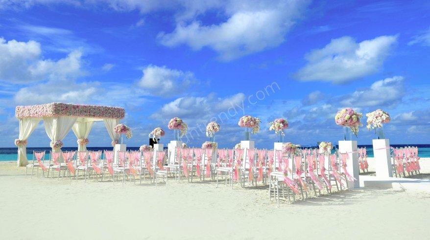 plaj düğünü için gelinlik seçimi
