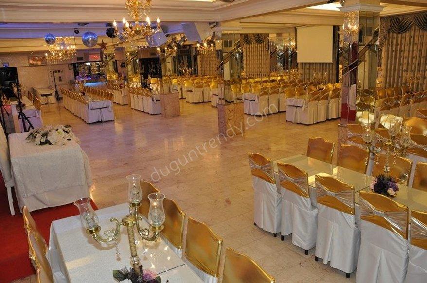 İzmir'deki Maksim düğün salonu