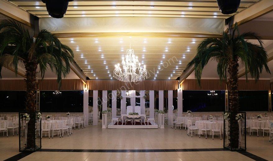 İzmir'deki Pırlanta düğün salonu